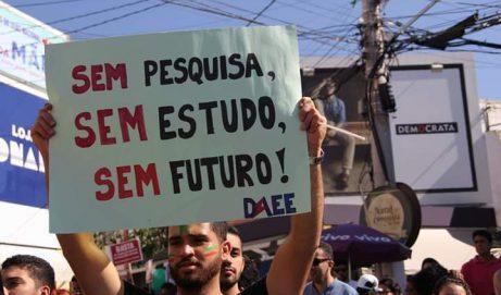 "Protestos de  Rua  Contra  ""Malucos""?"