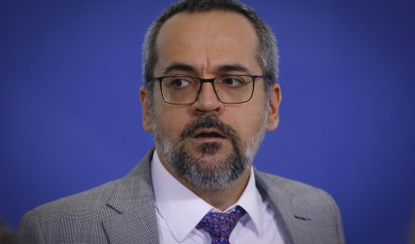 Weintraub corrido;Queiroz preso; bolsomilicianos desbaratados, Bolsonaro e generais